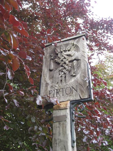 Walk pirton crest